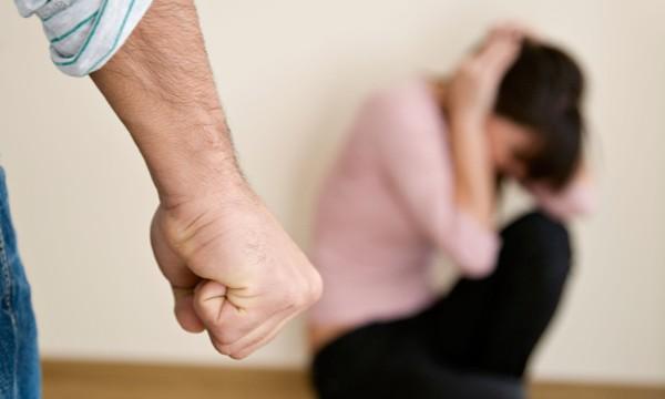 Чериковским СК возбуждено уголовное дело по факту избиения мужчиной своей сожительницы